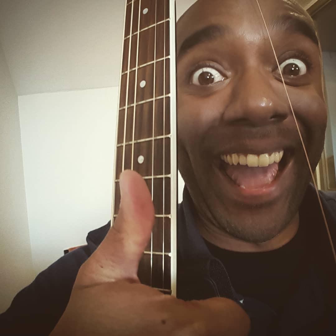 Broken string selfie!  Brostrelfie! #selfiegram #midsong #notashappyasilook #ihavebackups